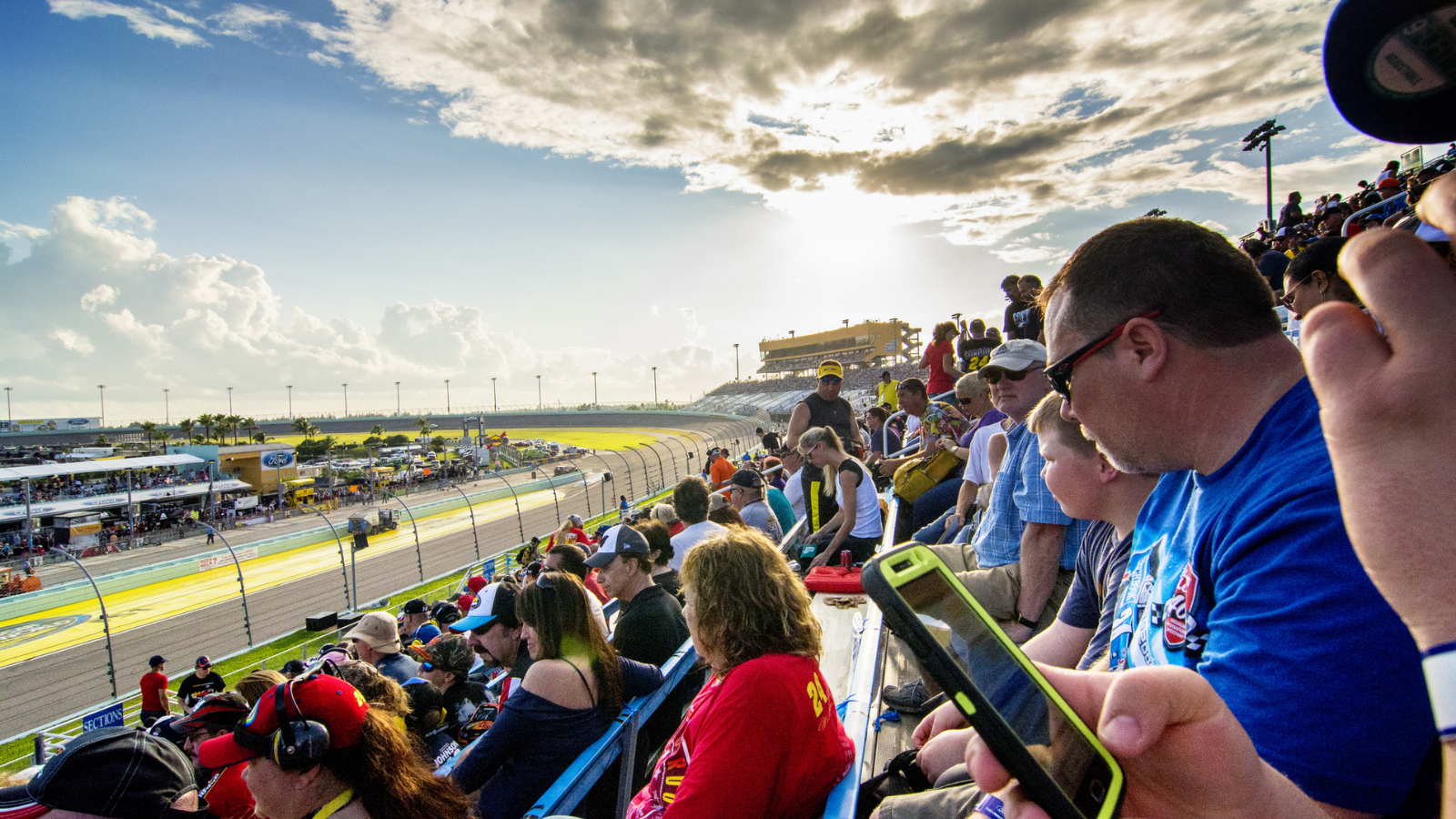 Nashville Superspeedway Introduces Enhanced Fan Experience with Wireless Facelift